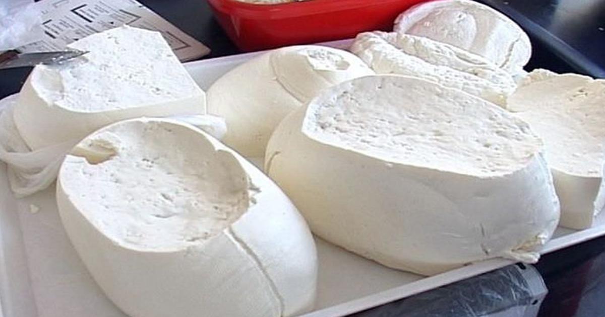 Suntem invadați de brânză care nu a văzut laptele. Din ce se fac produsele lactate din magazine.