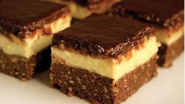 Prăjitura Miruna, cu blat din biscuiți și cremă delicioasă de vanilie – Rețetă fără coacere