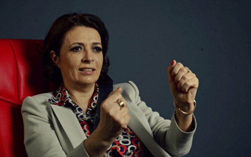 O milionară din Iași creşte 30 de copii sărmani si de pe strazi, investeste in educatia lor si ii face premianti!