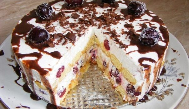 L-aș face în fiecare zi, atât de bun este – Cel mai răcoritor tort din lume, cu vișine și pișcoturi